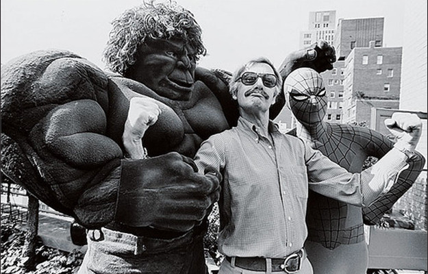 Stan Lee con Hulk y Spider-Man